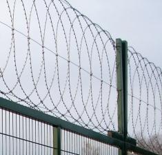 Плоский барьер безопасности из армир. колючей ленты, бухта 950мм витков в п.м. 4,4, 8 клепок в п.м. ГОСТ 3282-74 (10м)