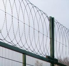 Плоский барьер безопасности из армированной колючей ленты, бухта 600мм витков в п.м. 4,4 ГОСТ 3282-74 10м